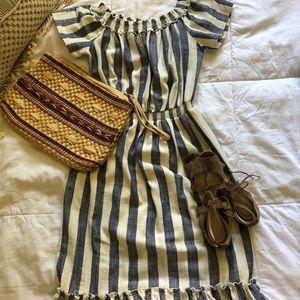 Dresses & Skirts - Vintage-y off the shoulder dress.